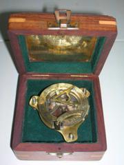 Продам компас с солнечными часами