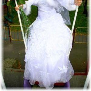 Продается   весільна сукня білого кольору