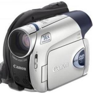 Почти новая видеокамера Canon DC301